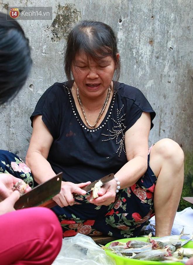 Nỗi niềm của những người lao động nghèo chơi vơi giữa Hà Nội vì đại dịch Covid-19: Sống nhờ gạo cứu trợ, cá ươn đi xin-10