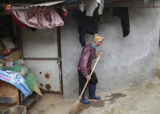 Nỗi niềm của những người lao động nghèo chơi vơi giữa Hà Nội vì đại dịch Covid-19: Sống nhờ gạo cứu trợ, cá ươn đi xin-8