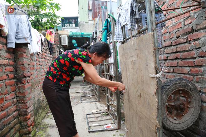 Nỗi niềm của những người lao động nghèo chơi vơi giữa Hà Nội vì đại dịch Covid-19: Sống nhờ gạo cứu trợ, cá ươn đi xin-19