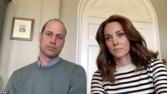 Trong khi Meghan đi phát thức ăn từ thiện, vợ chồng Công nương Kate chiếm sóng bằng cuộc phỏng vấn cởi mở, chia sẻ suy nghĩ về gia đình hoàng gia-1