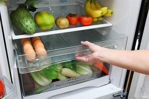 Cho vụn bánh mì vào tủ lạnh ai cũng lắc đầu sợ bẩn, nhưng công dụng thật kỳ diệu-2