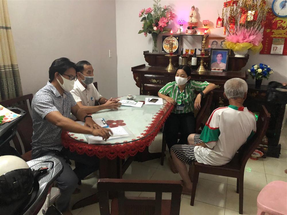 Cụ ông ăn xin ở Sài Gòn tiết lộ lý do có 12 giấy CMND và số tiền 54 triệu đồng-1