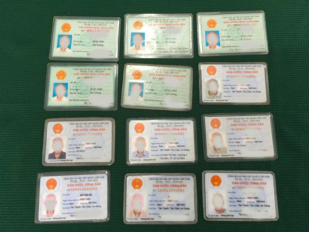 Cụ ông ăn xin ở Sài Gòn tiết lộ lý do có 12 giấy CMND và số tiền 54 triệu đồng-2
