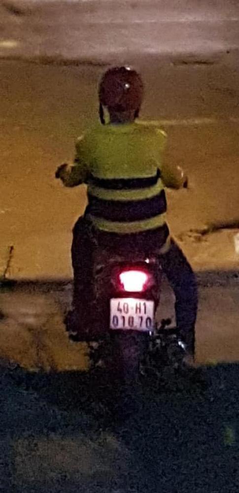 Công an vào cuộc vụ nam thanh niên mặc đồ xe ôm công nghệ giở trò đồi bại với cô gái ở Sài Gòn-2