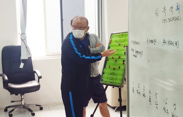 Tại sao không đòi CLB Thái Lan nhả Văn Lâm về dự AFF Cup 2020 lại thể hiện đẳng cấp của bóng đá Việt Nam?-2