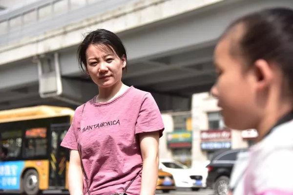 Con gái bị mù, bà mẹ nghèo âm thầm làm 1 việc suốt 5 năm khiến ai nấy bật khóc vì tình mẫu tử cao cả-2