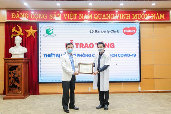 Kimberly-Clark VN và Huggies quyên góp vật phẩm y tế tặng 40 bệnh viện phụ sản-2