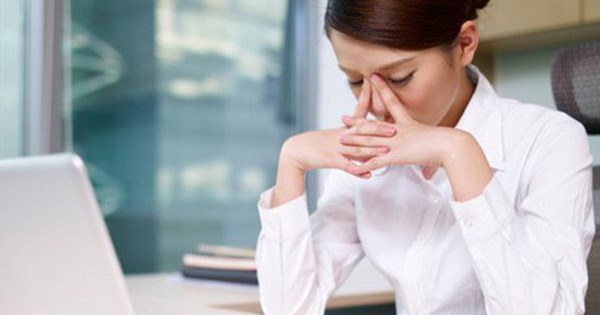 Những người thường xuyên chơi điện thoại di động trước khi đi ngủ sẽ xuất hiện 3 triệu chứng, cảnh giác bệnh gan ghé thăm-2