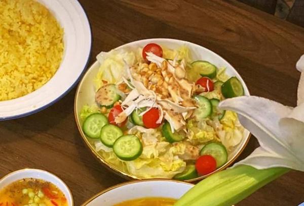 Chỉ một con gà, mẹ đảm làm mâm cơm đủ món ngon, chồng con tưởng được ăn hàng-8