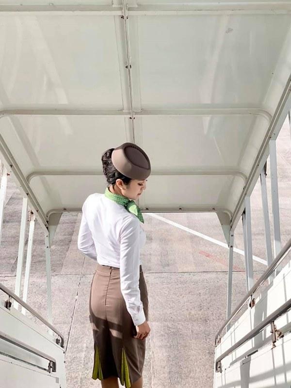 Những nữ tiếp viên hàng không Việt nổi tiếng vì mặt xinh, thân hình gợi cảm-1