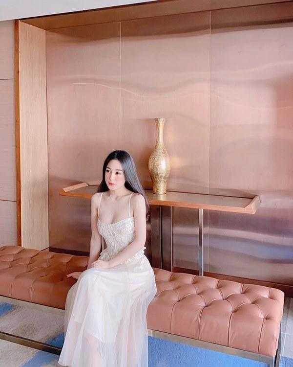 Những nữ tiếp viên hàng không Việt nổi tiếng vì mặt xinh, thân hình gợi cảm-2