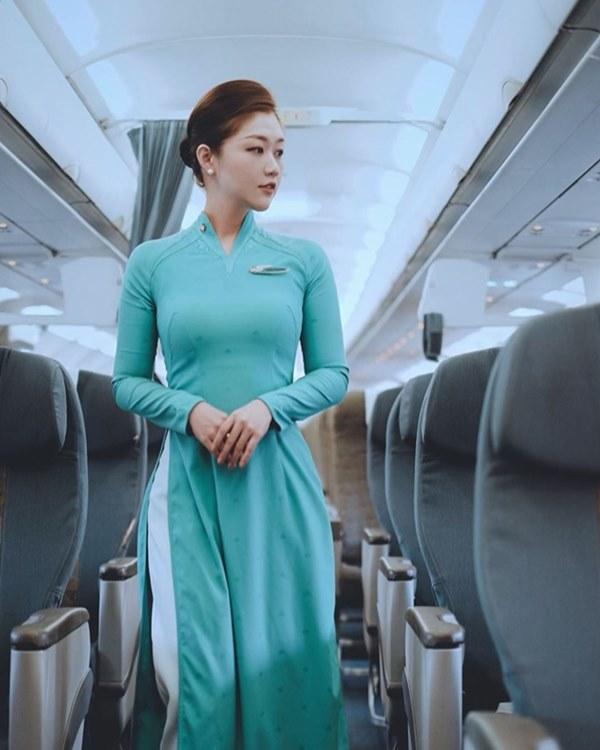 Những nữ tiếp viên hàng không Việt nổi tiếng vì mặt xinh, thân hình gợi cảm-7