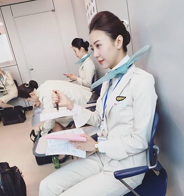 Những nữ tiếp viên hàng không Việt nổi tiếng vì mặt xinh, thân hình gợi cảm-11