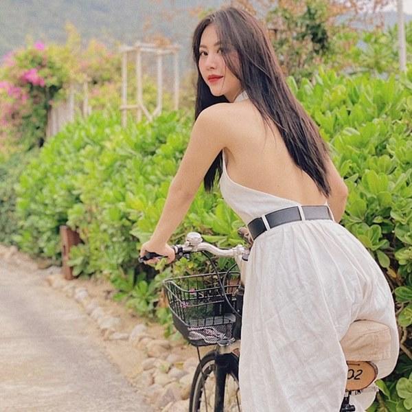 Những nữ tiếp viên hàng không Việt nổi tiếng vì mặt xinh, thân hình gợi cảm-13