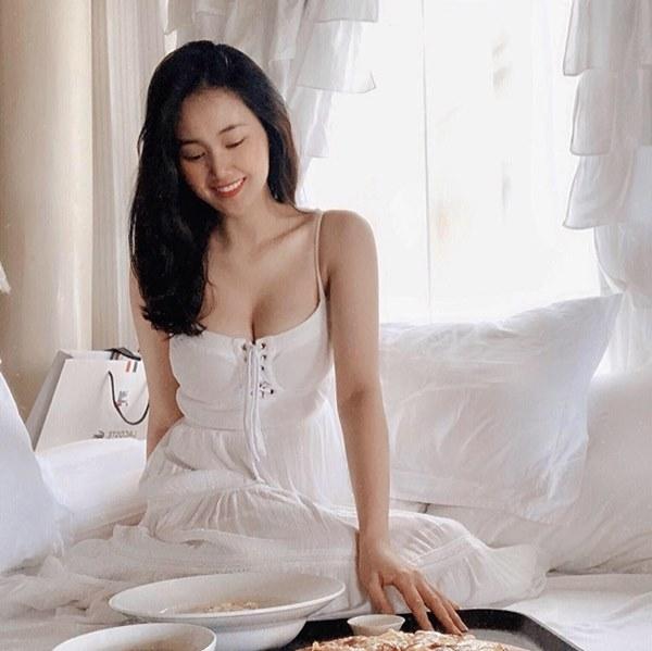 Những nữ tiếp viên hàng không Việt nổi tiếng vì mặt xinh, thân hình gợi cảm-24