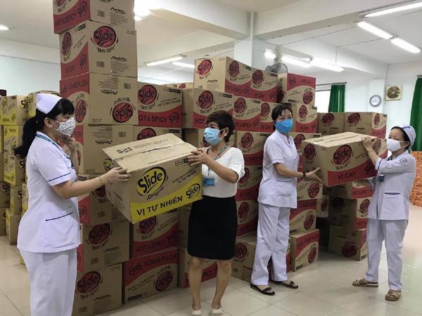Thơm thảo những thùng bánh tặng chiến sĩ tuyến đầu chống dịch-1
