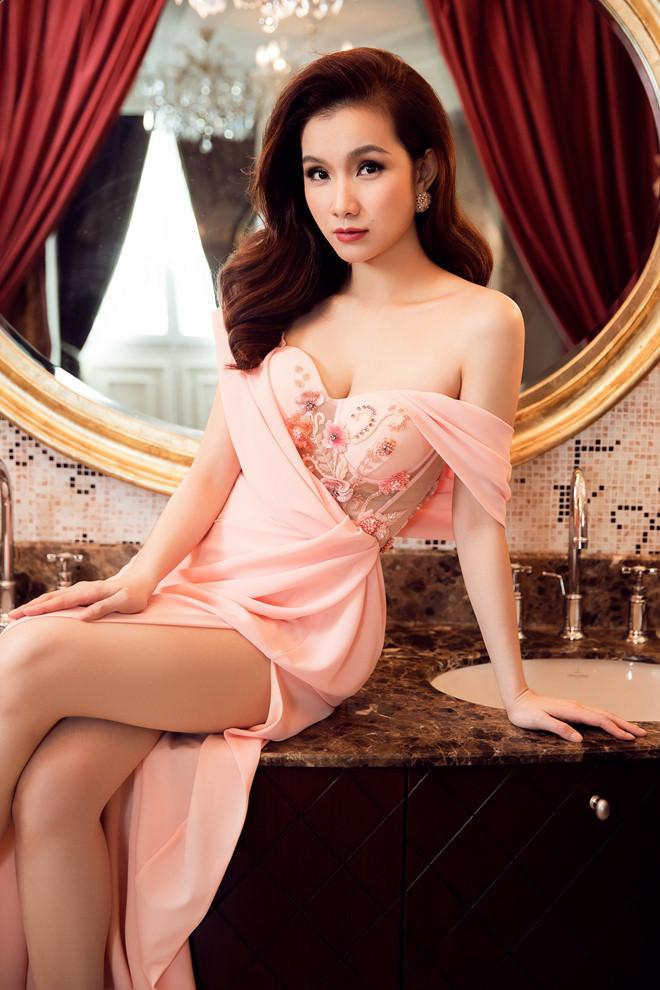 10 năm ở ẩn, Hoa hậu Thùy Lâm vẫn đẹp và quyến rũ-11