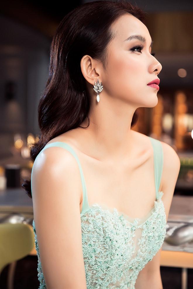 10 năm ở ẩn, Hoa hậu Thùy Lâm vẫn đẹp và quyến rũ-4