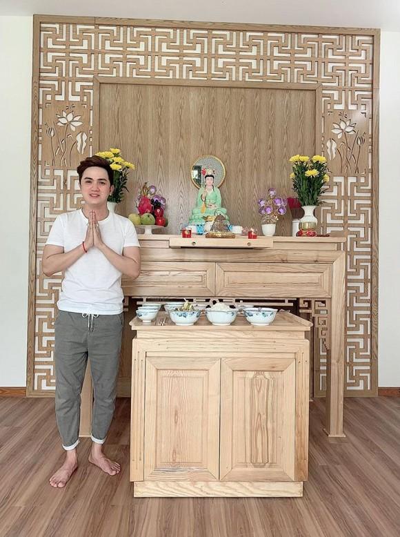 Sau hơn 1 năm ly hôn cháu gái Kim Tiểu Long, ca sĩ Khưu Huy Vũ khoe không gian nhà mới sang trọng-11