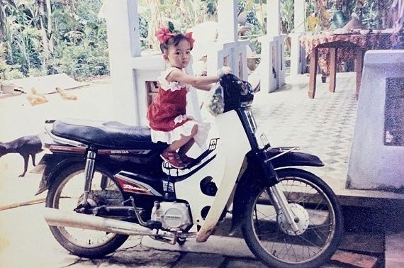 Angela Phương Trinh tung ảnh hiếm chứng minh xinh từ bé, bất ngờ nhất là gu thời trang sành điệu-3