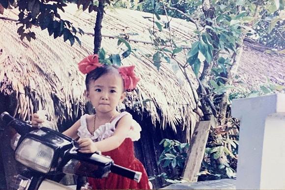 Angela Phương Trinh tung ảnh hiếm chứng minh xinh từ bé, bất ngờ nhất là gu thời trang sành điệu-5