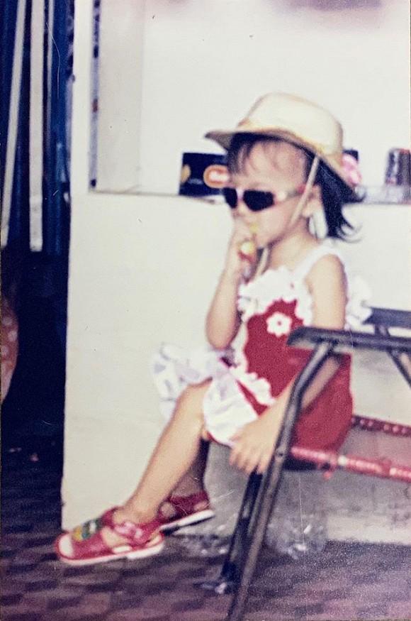 Angela Phương Trinh tung ảnh hiếm chứng minh xinh từ bé, bất ngờ nhất là gu thời trang sành điệu-2