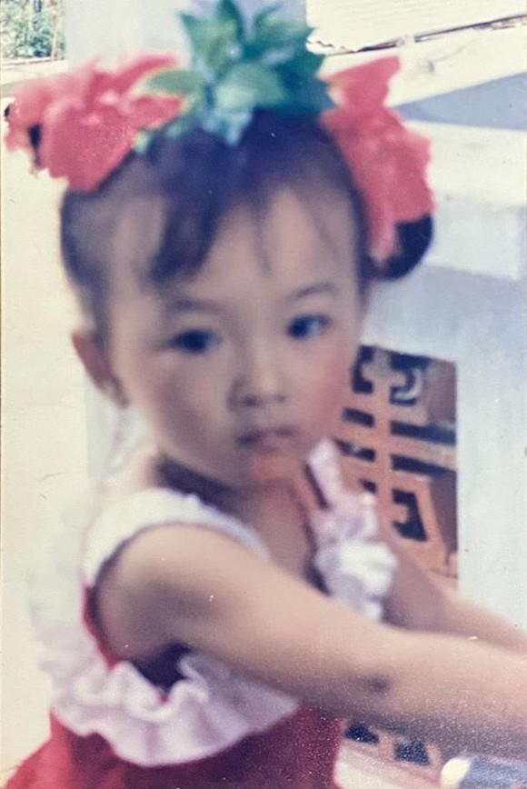 Angela Phương Trinh tung ảnh hiếm chứng minh xinh từ bé, bất ngờ nhất là gu thời trang sành điệu-1