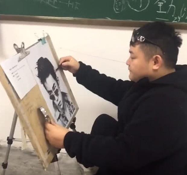Được yêu cầu tự họa chân dung, sinh viên đạt điểm tối đa vì vẽ mình như nam thần, nhưng sự thật phía sau lại cực đắng-3