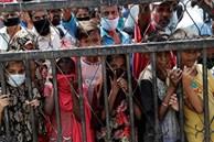 Ấn Độ phong tỏa toàn quốc, bé gái 12 tuổi chết gục khi đi bộ 300km về nhà
