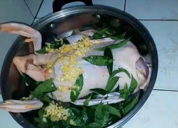 Mách chị em cách luộc vịt không cần nước, thịt chín đều, thơm ngon, đậm đà gấp 10 lần cách cũ-3