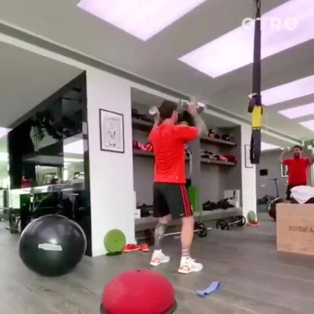 Học cách Ronaldo và Messi giữ dáng mùa Covid-19: Ăn uống, ngủ nghỉ quan trọng không kém tập luyện-2