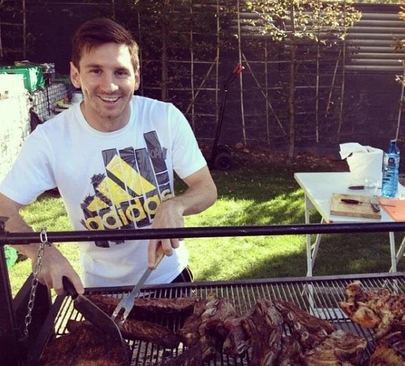 Học cách Ronaldo và Messi giữ dáng mùa Covid-19: Ăn uống, ngủ nghỉ quan trọng không kém tập luyện-3