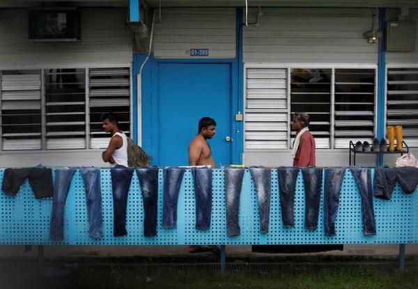 Cuộc sống bên trong ổ dịch Covid-19 lớn nhất Singapore: Hàng ngàn dân nhập cư sống chen chúc, chỉ cần 1 người nhiễm là quá đủ-6