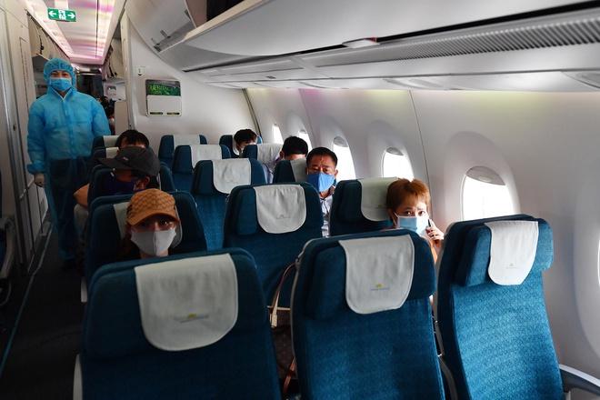 Lượng khách chỉ còn 1-2%, vì sao giá vé máy bay nội địa vẫn đắt?-1