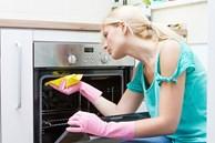 Cách vệ sinh lò nướng bằng baking soda và giấm