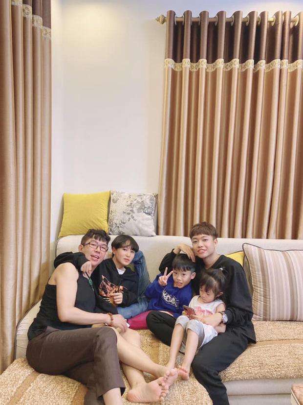 Cô vợ sinh cho Long Nhật 4 con bật khóc trên truyền hình, nhắc đến ba mẹ chồng sau chỉ trích kết hôn giả-8