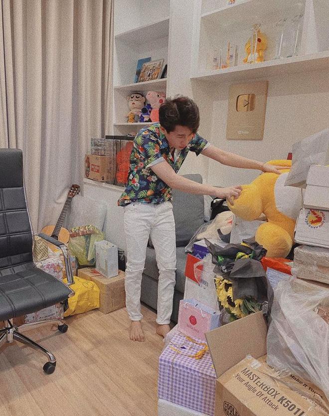 Jack lần đầu hé lộ rõ nét căn hộ hiện tại: Quà tặng sắp mệt nghỉ, nhưng vật đặc biệt chễm chệ giữa phòng mới gây chú ý-3