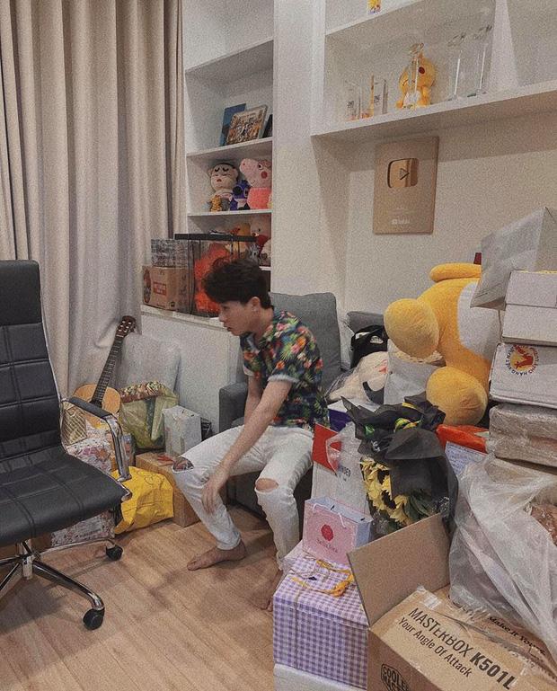 Jack lần đầu hé lộ rõ nét căn hộ hiện tại: Quà tặng sắp mệt nghỉ, nhưng vật đặc biệt chễm chệ giữa phòng mới gây chú ý-4