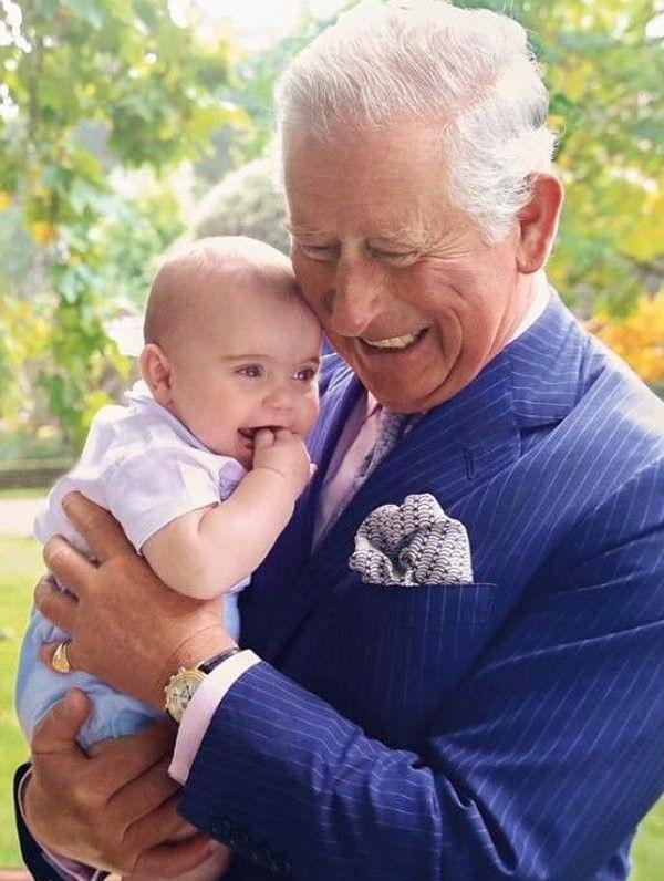 Thái tử Charles đăng bức hình Ông và cháu nhân dịp sinh nhật Hoàng tử Louis làm tan chảy trái tim người hâm mộ, Meghan bất ngờ bị lên án-3