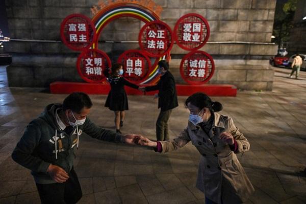 Vũ Hán sau đợt phong tỏa toàn diện 76 ngày: Cuộc sống dần trở lại bình thường, nhưng vết sẹo đớn đau từ đại dịch vẫn ở đó-8