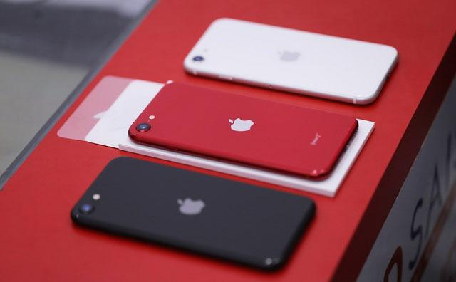 Trên tay iPhone SE 2020 đầu tiên tại Việt Nam-1