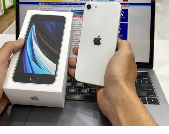 Trên tay iPhone SE 2020 đầu tiên tại Việt Nam-2