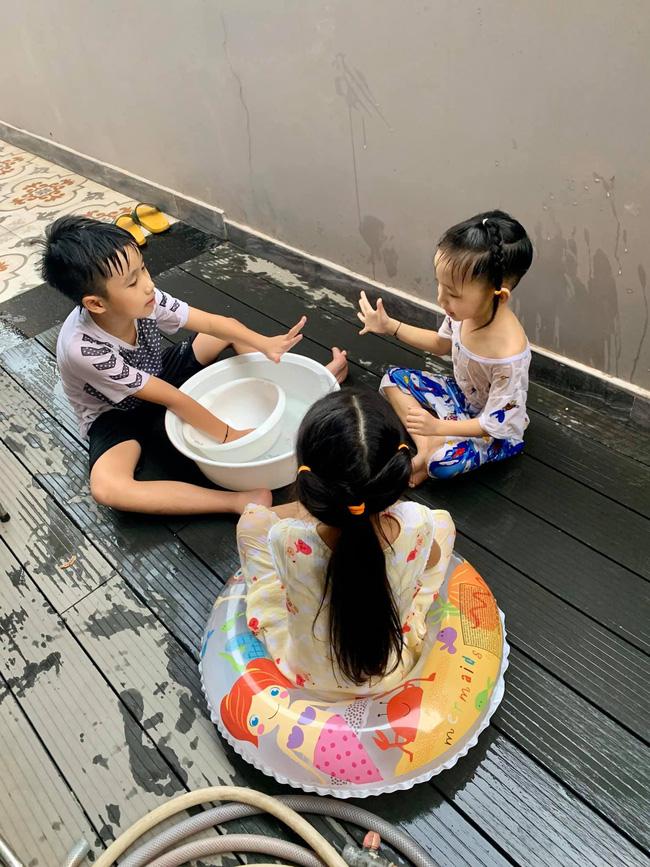 Cậu út nhà Ốc Thanh Vân hứng trọn thau nước từ cô chị, trông thì tội nhưng ai cũng thôi kệ sau khi biết được sự tình-2