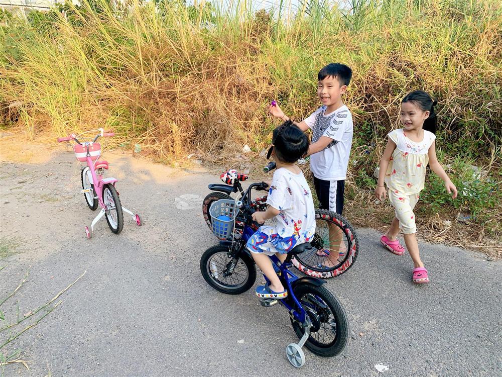 Cậu út nhà Ốc Thanh Vân hứng trọn thau nước từ cô chị, trông thì tội nhưng ai cũng thôi kệ sau khi biết được sự tình-3
