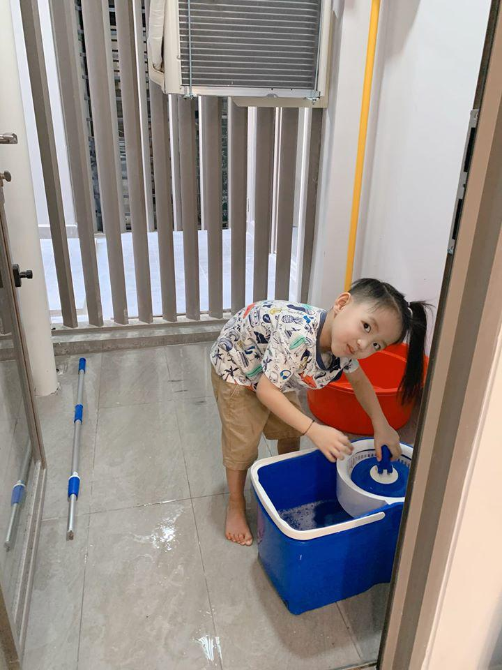 Cậu út nhà Ốc Thanh Vân hứng trọn thau nước từ cô chị, trông thì tội nhưng ai cũng thôi kệ sau khi biết được sự tình-8