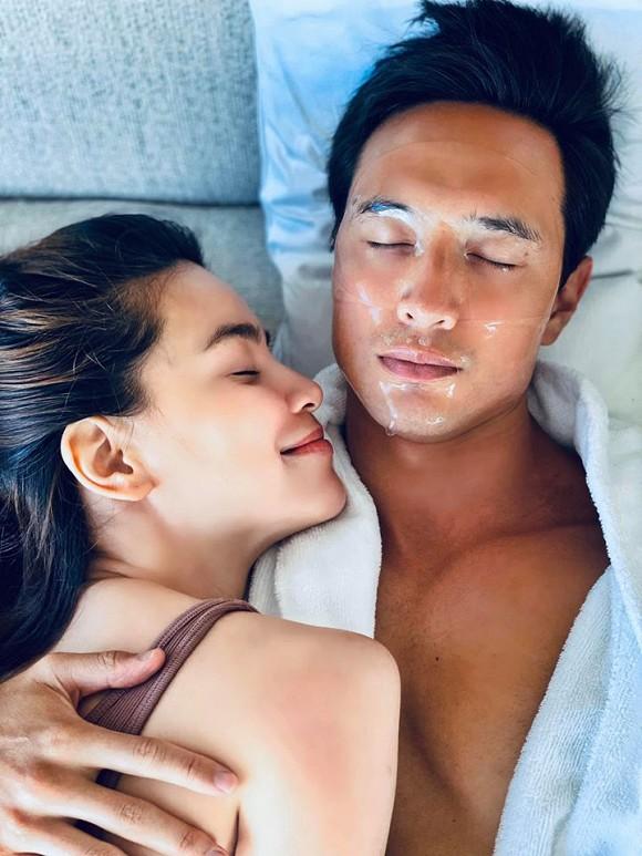 Đăng ảnh ôm ấp Kim Lý trên giường, Hà Hồ thừa nhận là một gia đình, fan vội vào nhận anh rể-1