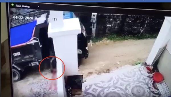 Vụ tài xế lùi xe cán chết bé trai, tìm cách xóa dấu vết ở Nghệ An xử lý thế nào?-1