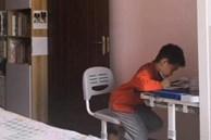 Ngày nào con trai cũng ngồi học tới nửa đêm mới xong dù không xem điện thoại, tivi, bố bí mật theo dõi thì phát hiện ra lý do