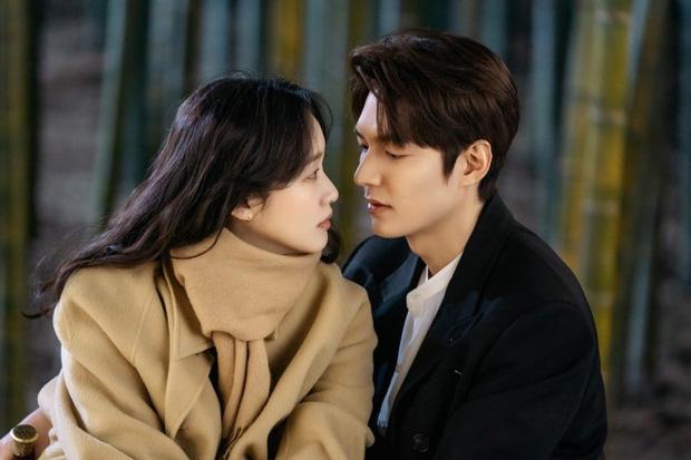 Quân Vương Bất Diệt tập 4: Lộ ảnh bệ hạ Lee Min Ho khoe sống mũi như đâm thủng tim Kim Go Eun-2