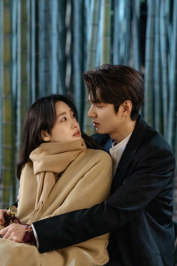 Quân Vương Bất Diệt tập 4: Lộ ảnh bệ hạ Lee Min Ho khoe sống mũi như đâm thủng tim Kim Go Eun-3
